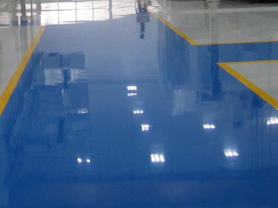 Linha Epóxi - Colorsteel A tinta epóxi é uma tinta industrial a base de epóxi, utilizada por pintores na construção civil e indústria. Este produto serve para pintar diversos tipos de superfícies .
